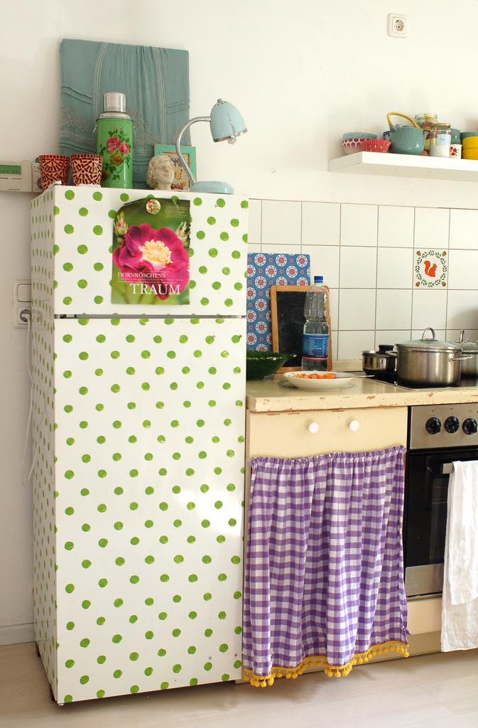 humming fridge polka dot fridge 129twigandvine. Black Bedroom Furniture Sets. Home Design Ideas
