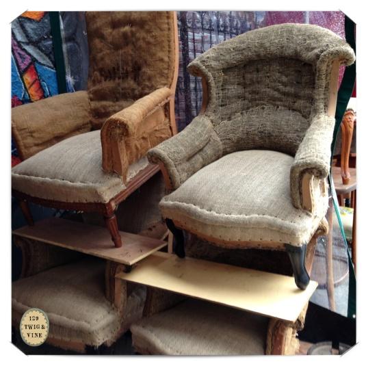 129twigandvine_hessian_chairs_paris © Sue Schlabach